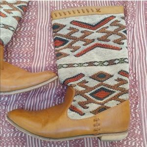 Wanted brand boho brown tribal print woven boots